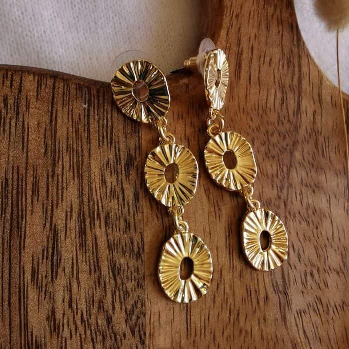 boucles d'oreilles pendantes dorées