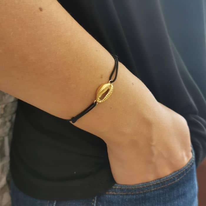 bracelet cauris cordon noir