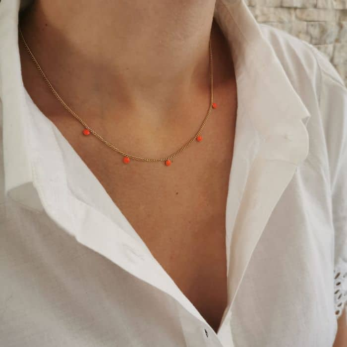 collier court pampilles corail