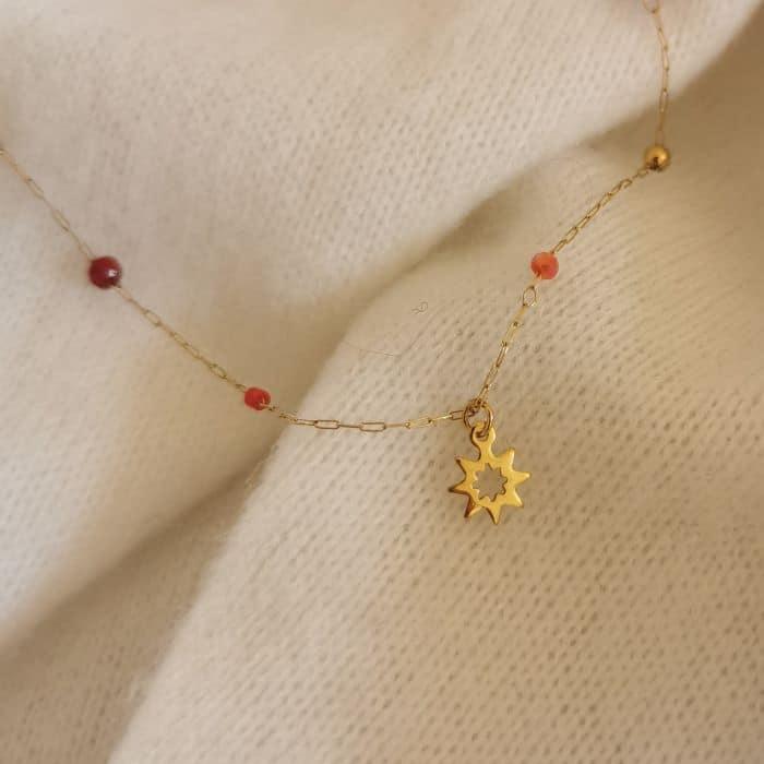 collier fin petites perles rouges chaine fine dorée