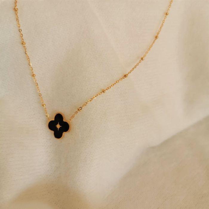 collier doré trèfle noir