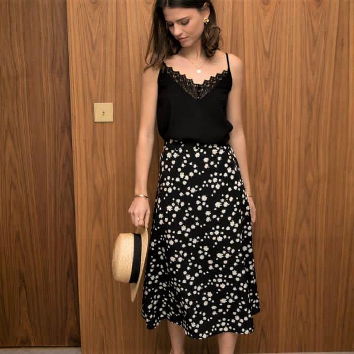 jupe midi noire avec fleurs pâquerettes
