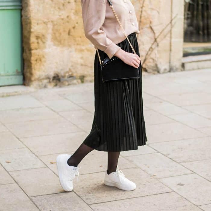 jupe midi plissée noire irisée