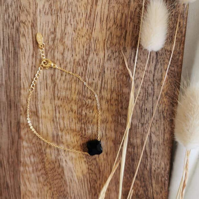 bracelet fin doré pierre noire