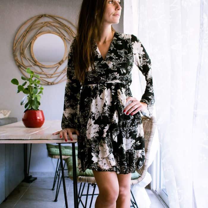 robe courte noire manches longue cache coeur noir