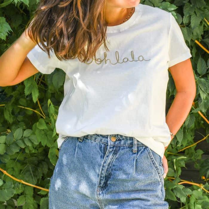 t shirt blanc uni avec écriture Ohlala brodé doré
