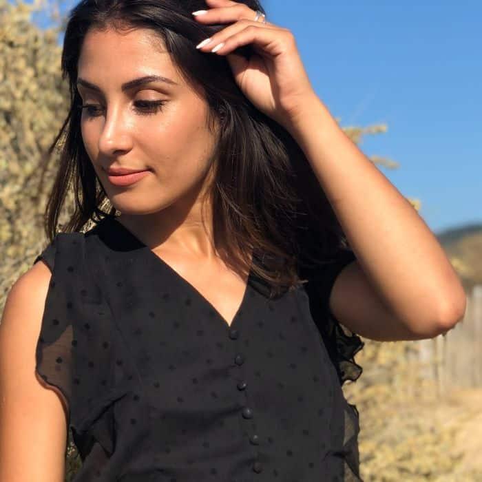 blouse noire à volant