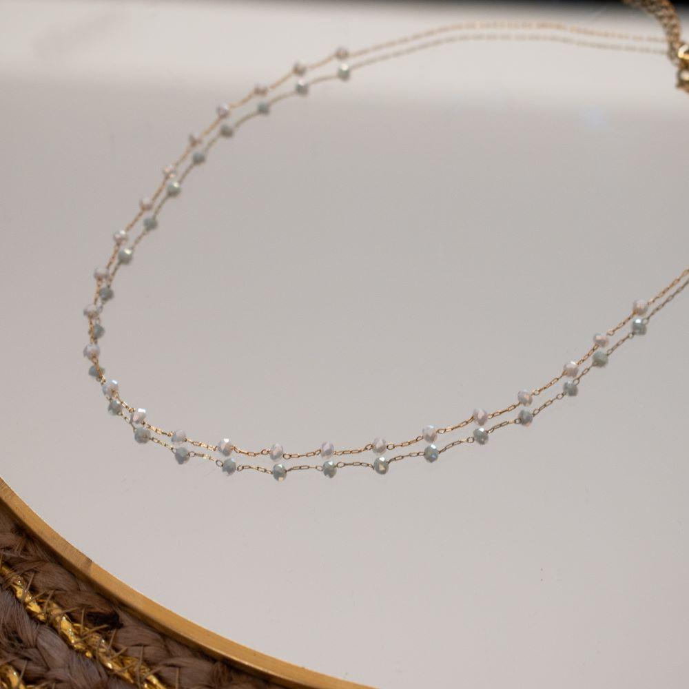 collier chaine fine dorée ras de cou avec petites perles blanches