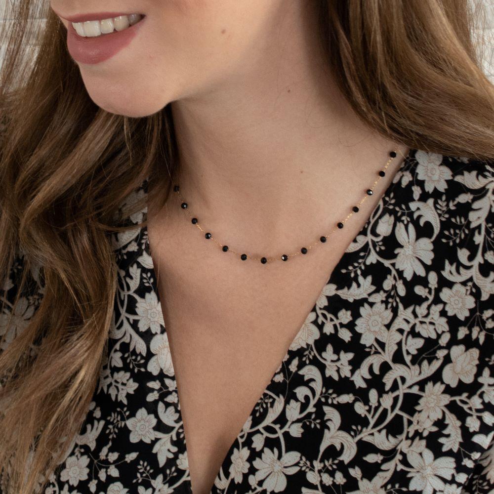 collier chaine dorée avec petites perles noires