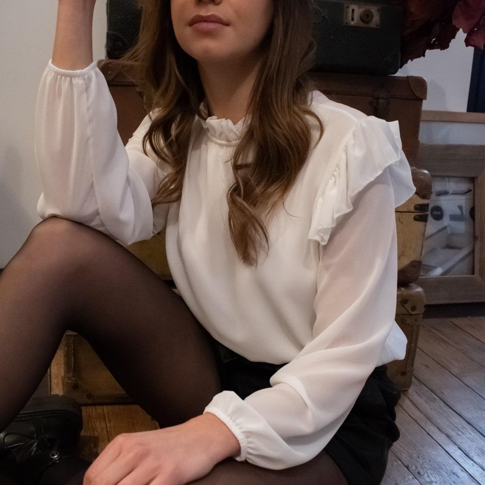 blouse unie noire à volants