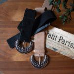 deux ceintures avec boucle demi lune style louve sézane