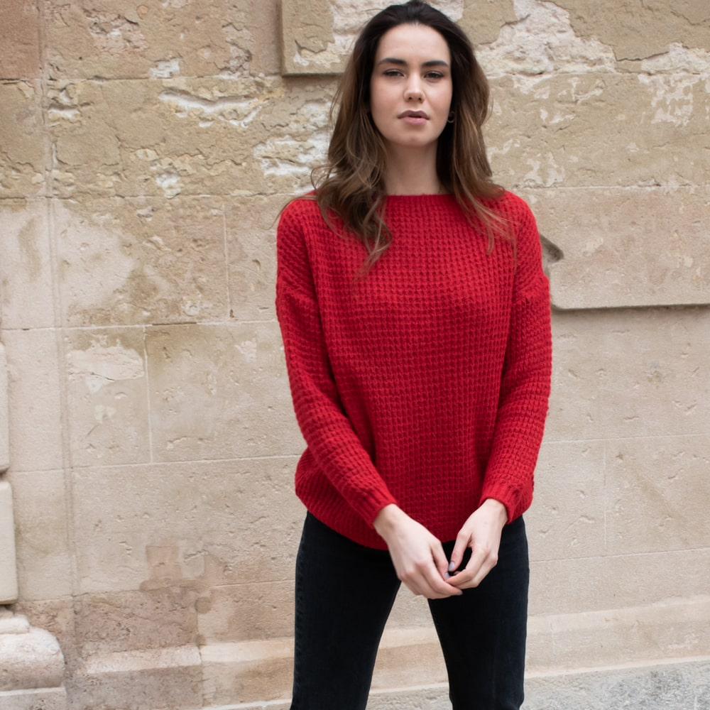 pull rouge grosse maille encolure bateau
