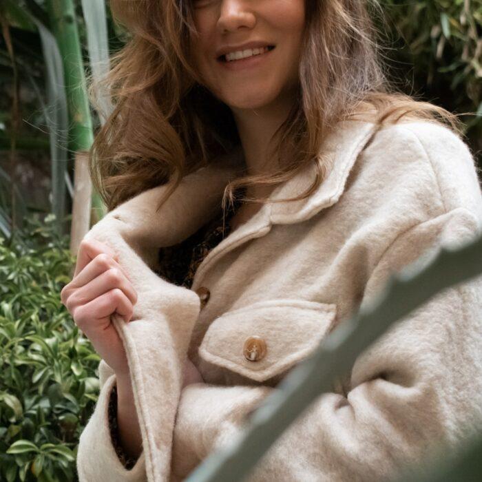 zoom sur veste en laine écru