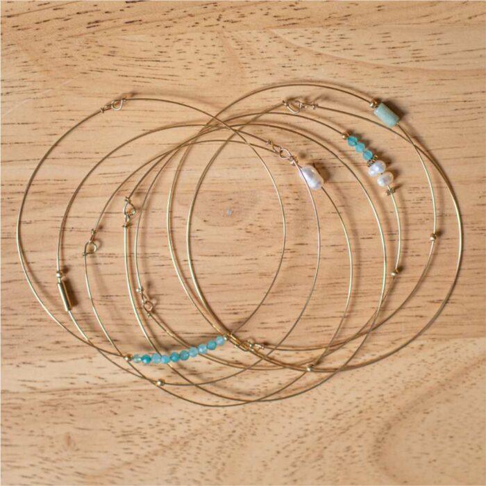 bracelets semainier jonc en acier inoxydable doré et perles vert d'eau