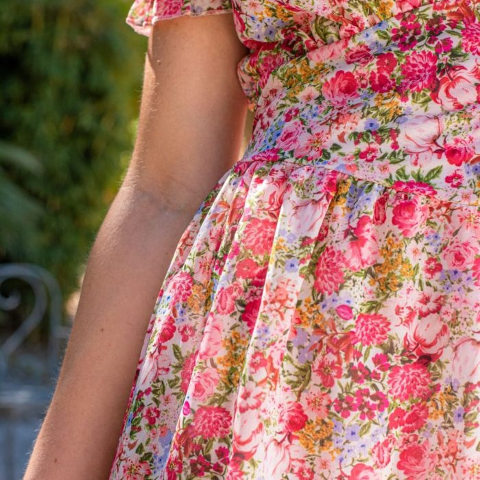 zoom sur imprimé fleuri rose